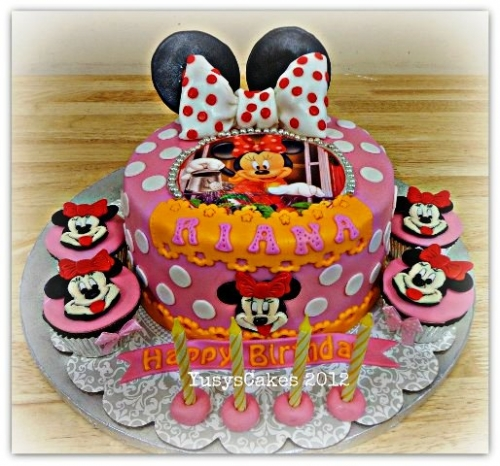 Qatar Collections: Minnie Mouse Cake
